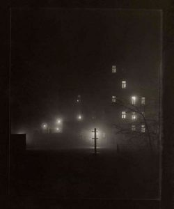 Photo : Josef Sudek. Promenade de nuit, Prague